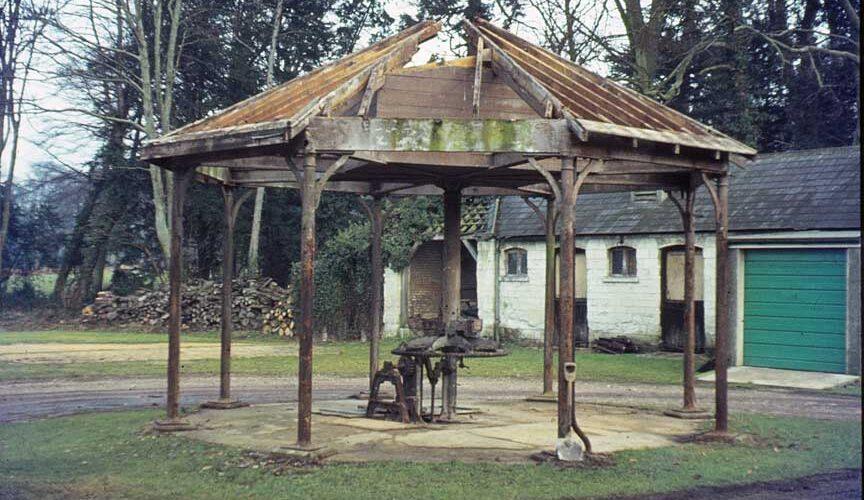 8-Jan-1973-Dismantling-Horse-Wheel-at-Shabden-Park